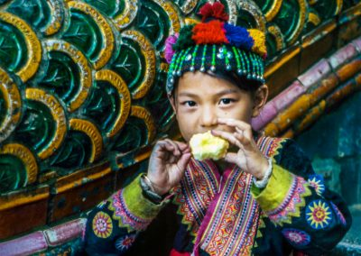 Girl with the apple, Asia